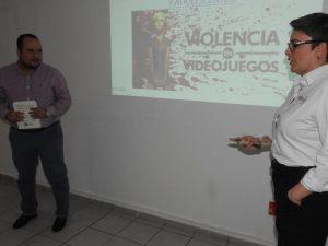Policía Cibernética capacita a personal de Infocol en el tema de Redes Sociales