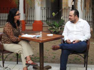 Entrevista de la periodista Patricia González al comisionado presidente de Infocol Christian Velasco Milanés.